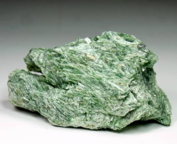 [国産鉱物] 透緑閃石・愛媛県産 J6
