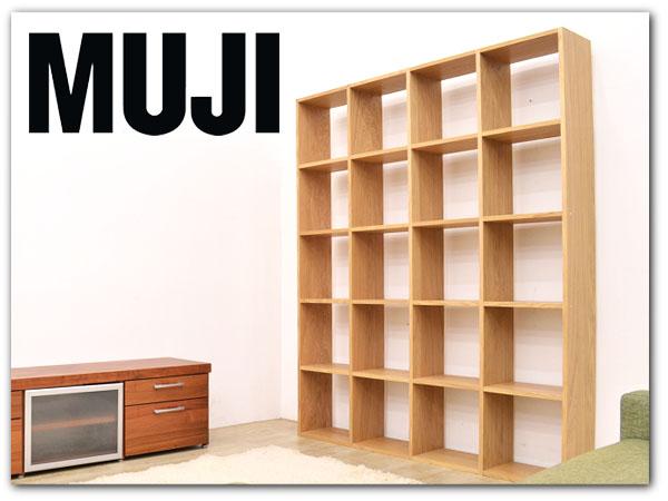 奥行きわずか12㎝の飾り棚は、ちょっとした小物をディスプレイするのにぴったり