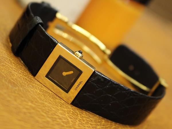 47ab2906a661 シャネル CHANEL 金無垢腕時計 K18 ソリッドゴールド マトラッセ 純正Dバックル クロコレザーベルト レディース
