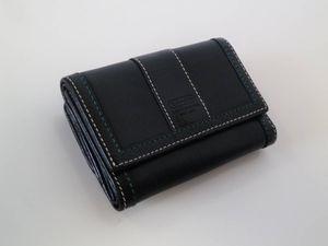 cc90c49d35b1 コーチ 二つ折り 財布の平均価格は4,604円 ヤフオク!等のコーチ 二 ...