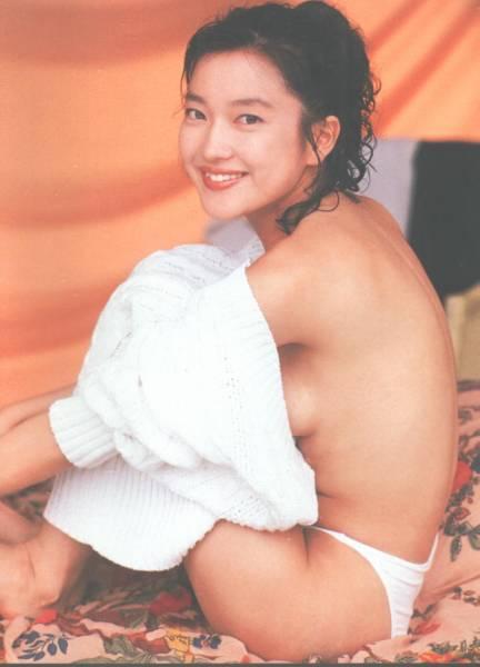 セクシーなポーズの羽田美智子。